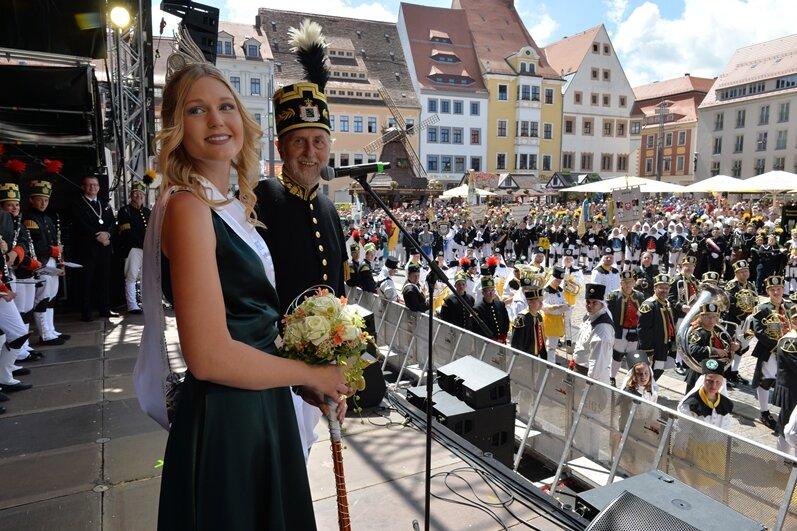 Die amtierende Bergstadtkönigin Susann Leu begrüßte die Besucher auf dem Obermarkt am Sonntag.