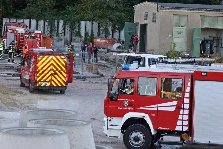 Zum Gelände der Gersdorfer Firma an der Plutostraße musste die Feuerwehr am Donnerstag wegen eines Trafobrandes ausrücken.