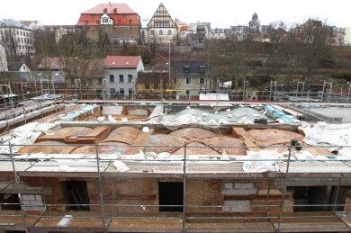 In den Füllungen der alten Gewölbedecken wurde Hausschwamm festgestellt. Das erforderte zusätzlichen Aufwand, da die denkmalgeschützten Gewölbe erhalten werden sollen.