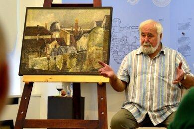 Der Maler und Grafiker Leo Lessig beim Kunstgespräch im Gellert-Museum Hainichen. Als Lehrer für Kunsterziehung hat der heute 80-Jährige mehrere Schülergenerationen geprägt.