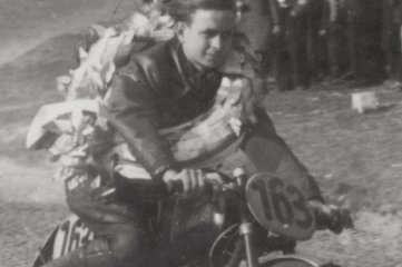 Hannes Türk mit einem seiner vielen Siegerkränze.