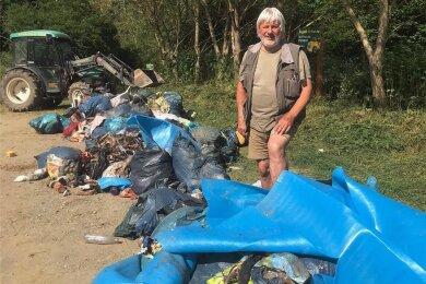 Am vergangenen Freitag hatte der Touristik-Unternehmer Dieter Käppel auf dem Parkplatz an seinen Teichen diese Müllberge vorgefunden.