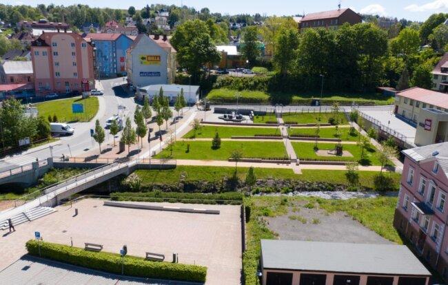 Haben schon einiges gemeinsam erreicht: die Gemeinde Bärenstein und ihre tschechischen Nachbarn in Vejprty/Weipert. Das bisher wichtigste Projekt: die Gemeinsame Mitte. Nun schmieden beide Seiten Pläne, welche Vorhaben in den nächsten Jahren gemeinsam in Angriff genommen werden sollen.