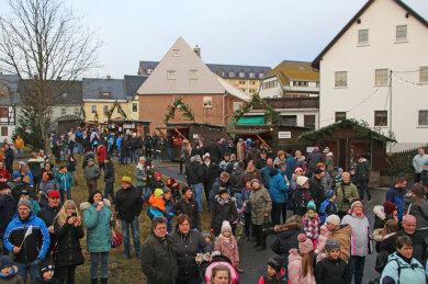 Buntes Adventstreiben auf dem Saydaer Plan, alljährlich Schauplatz des örtlichen Weihnachtsmarktes.
