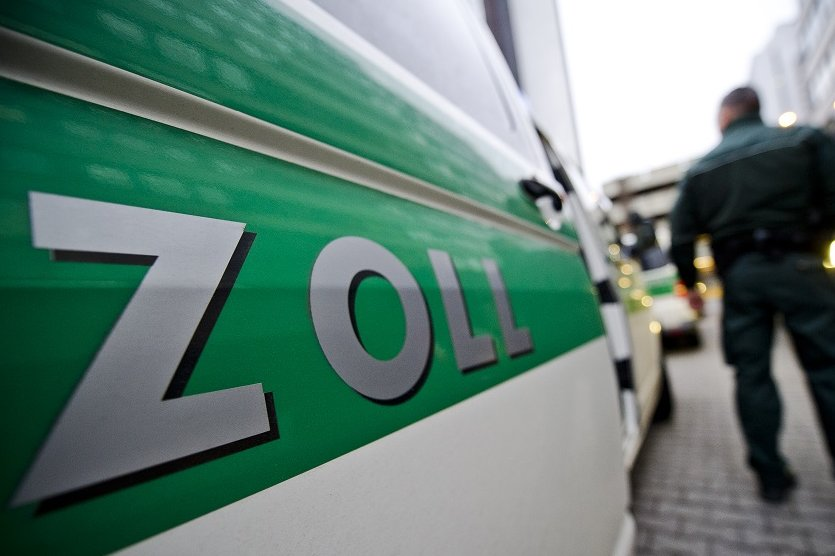 Verdacht auf Schwarzarbeit: Zoll durchsucht 31 Objekte in Sachsen