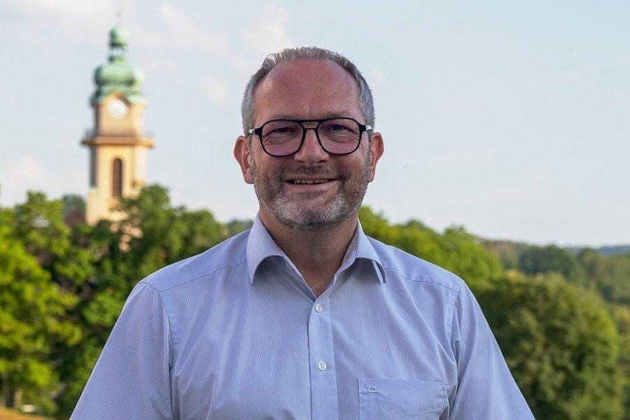 Jens Scharff will als Einzelbewerber für das Amt des Auerbacher Oberbürgermeisters kandidieren. Er arbeitet bei der Volksbank und ist erst Ende 2018 aus München in seine Heimatstadt zurückgekehrt. Bekannt ist er auch als Vorsitzender der LSG Auerbach. Foto: David Rötzschke