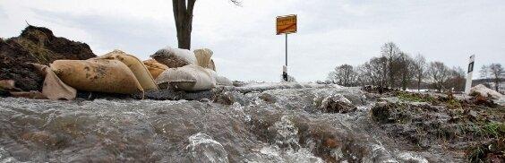 Schmelzwasser flutet Keller und Straßen