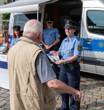 Die Polizeihauptmeisterin Kathy Seyferth hat am Freitag in Wechselburg beraten.