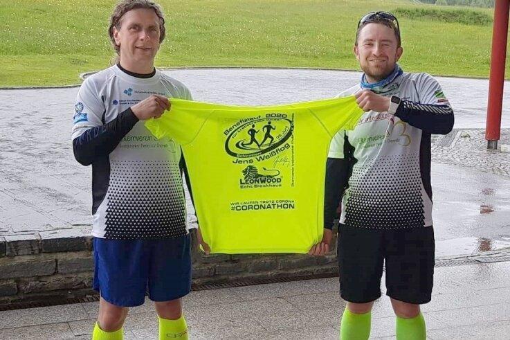 Mike Hennig (links) und Kenny Mehnert sind beim 9. Spendenlauf des Elternvereines jeder 30 Kilometer für den guten Zweck gelaufen.