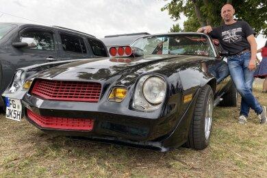 Der Freiberger Jens Körlin war 2020 mit seinem hochpolierten Chevrolet Camaro beim US-Car-Treffen in Zug dabei.
