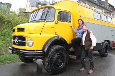 Tanja und Jörg Fickert wollen mit ihrem Reisemobil durch die Welt touren.