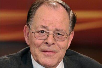 Der 77-jährige SPD-Politiker Rudolf Dreßler ist seit 49 Jahren in der Partei. Von 1980 bis 2000 saß er für die SPD im Bundestag, ab 1987 als Vize-Fraktionschef. Dreßler war von 1984 bis 2000 Chef der SPD-Arbeitsgemeinschaft für Arbeitnehmerfragen, danach bis 2005 deutscher Botschafter in Israel.