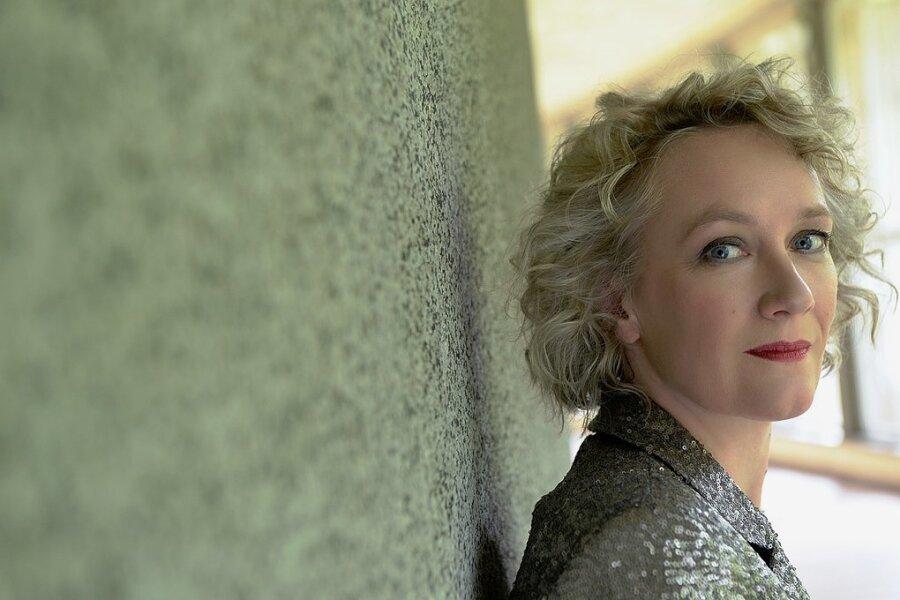 Zu den Jazzfrauen, die in Halle auftreten werden, gehört die famose Jazzpianistin Julia Hülsmann.