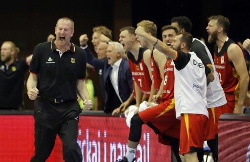 Bundestrainer Henrik Rödl (l.) hofft auf weitere Siege