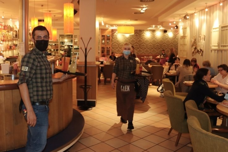 """Im """"Alex"""" in Zwickau werden seit Freitagnachmittag wieder Gäste bedient. Die Öffnungszeiten sind vorerst eingeschränkt."""