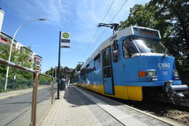 Tatra-Straßenbahnen prägten jahrzehntelang das Bild der Stadt mit. Obwohl eigentlich längst verabschiedet, kommen einige der Bahnen bei reparaturbedingten Engpässen hin und wieder immer noch zum Einsatz.