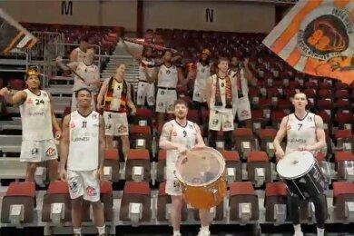 Im Video, das die Spieler der Niners gedreht haben, schlüpfen sie in die Rolle der Fans. Der Drei-Minuten-Clip ist seit Mittwoch zu sehen.