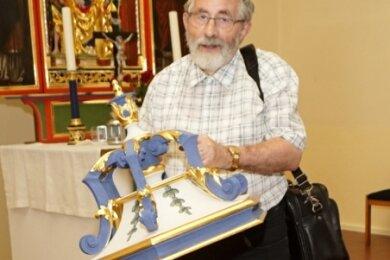 Für Pfarrer Christoph Schuffenhauer stellt es einen Glücksfall dar, dass der barocke Taufstein erhalten geblieben ist.