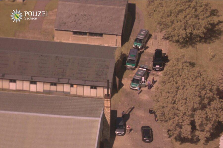 Die Festnahme des gesuchten 43-Jährigen aus Radebeul haben Polizisten aus einem Hubschrauber beobachtet (im Bild).