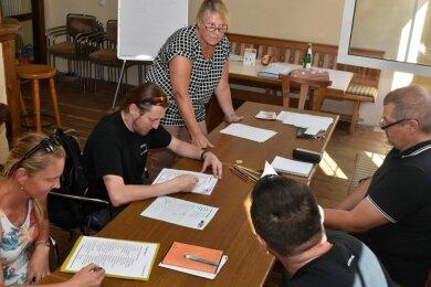 Liane Lamprecht gibt in Adorf dienstags und donnerstags Deutschunterricht - so für tschechische Mitarbeiter der Adorfer Firma Gewa.