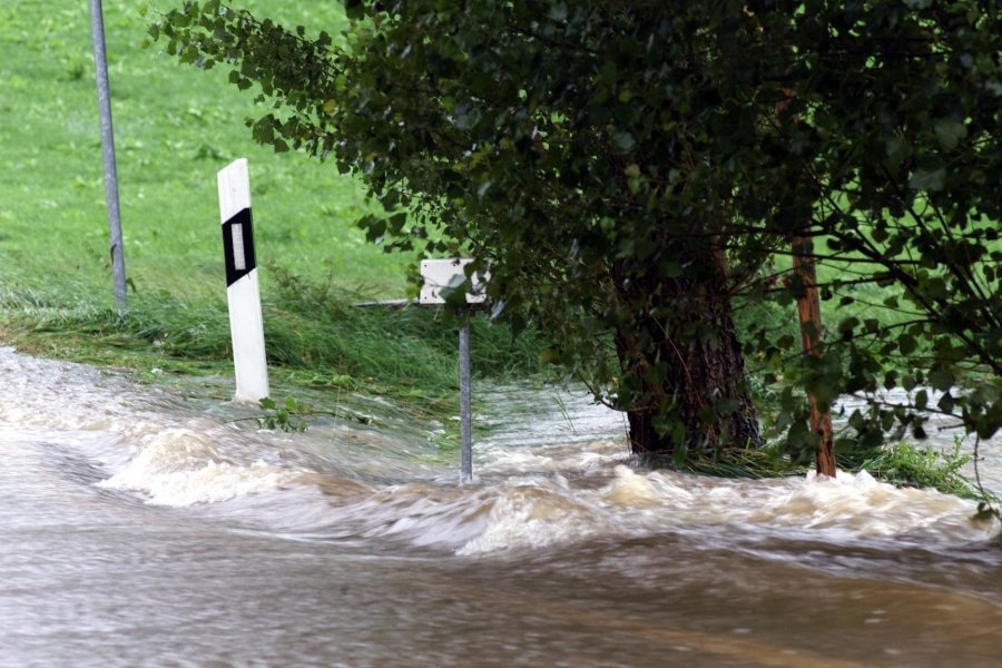In Bräunsdorf war gestern die Straße in Richtung Chursbachtal überschwemmt.