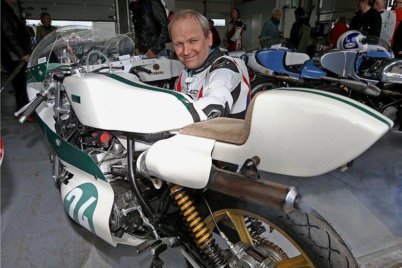 Lothar Neukirchner mit seiner 350-ccm-Werks-MZ aus dem Jahr 1976.