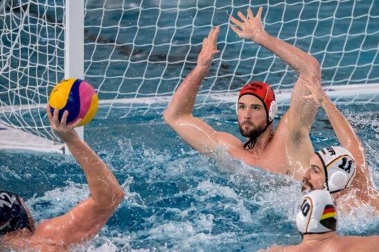 2019 trat die Deutsche Wasserball-Nationalmannschaft um Torwart Moritz Schenkel (roter Kopfschutz) in Dresden gegen Ungarn an. Am Mittwoch kommt Zwickau in den Genuss eines Länderspiels.