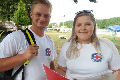 Sarah Spath koordiniert die Einsätze. Ihr Freund, Philipp Buchta, gehört ebenfalls zur Wasserwacht.