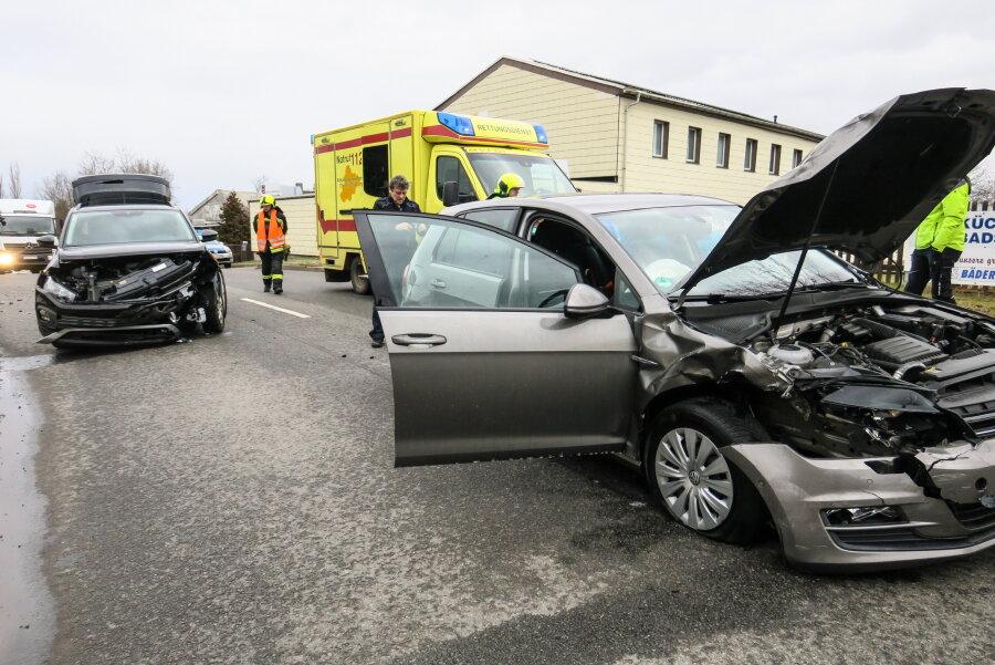 Kollision auf Schneeberger Kreuzung - mehrere Verletzte