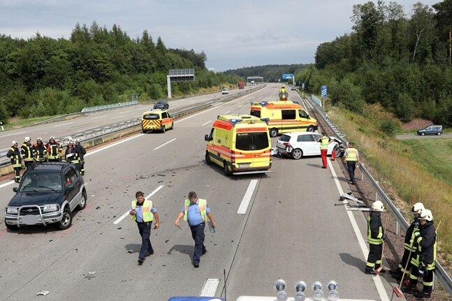Zwei Verletzte bei Unfall auf der A4