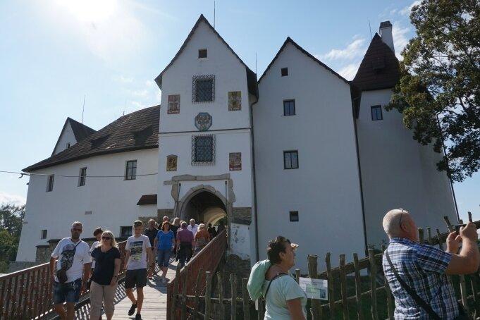 Die Burg Seeberg ist nach umfangreicher Sanierung seit September 1990 wieder für Besucher offen - und die kommen meist in Scharen.