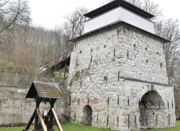Der frühere Hochofen des Eisenwerkes Morgenröthe ist heute ein Technisches Denkmal. Die letzte umfassendeSanierung liegt aber fast 30 Jahre zurück. Jetzt machen sich neue Arbeiten notwendig.