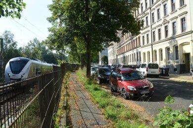 Am wenigsten Platz für die Vollendung eines vierspurigen Innenstadtrings ist entlang der Rembrandtstraße zwischen Uferstraße und Zieschestraße, wo Wohnhäuser parallel zur Bahnstrecke stehen.