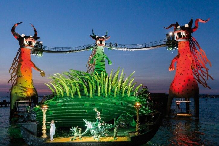 """Die Seebühne im Bodensee vor Bregenz. Zu den Festspielen vom 23. Juli bis zum 25. August wird vor der fantastischen Kulisse im See Mozarts """"Zauberflöte"""" gegeben."""