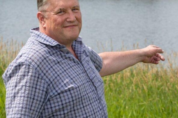 In der Rodlera-Bucht der Talsperre Pöhl stieß Schwimmer Frank Sußmann mit einem Boot zusammen.