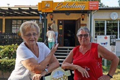 """Sind froh, dass das Lokal in der """"Erholung"""" wieder geöffnet hat: Vorstandsmitglieder Sabine Pätzold (rechts) und Pia Langbein."""