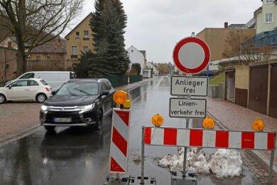 An der Hartensteiner Straße 19 dürfen nur Anlieger durch. Die Polizei kontrolliert das häufiger. Am Dienstag kam es zur Schüssen.