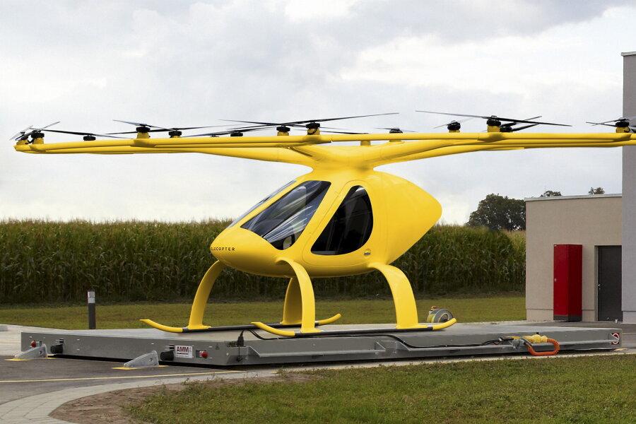 Der ADAC startet in der Region Ansbach in Mittelfranken und in Rheinland-Pfalz dazu ein Pilotprojekt. Die zweisitzigen Volocopter mit 18 kleinen, elektrisch betriebenen Rotoren sollen den Arzt schneller als im Notarzt-Einsatzfahrzeug zu Patienten bringen und so die Versorgung verbessern.