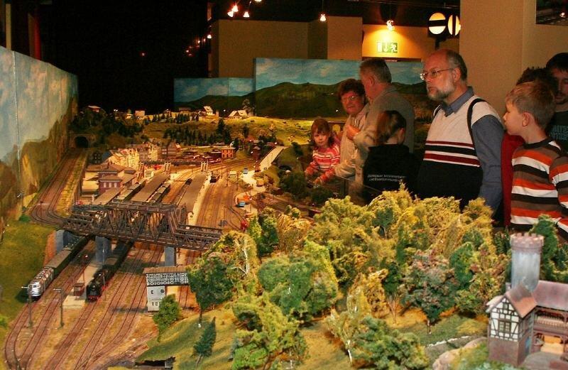 """<p class=""""artikelinhalt"""">Gut besucht: Die Ausstellungen der Zschopauer Modelleisenbahner, wie hier 2006, sind nicht nur für Einheimische ein Anziehungspunkt. </p>"""