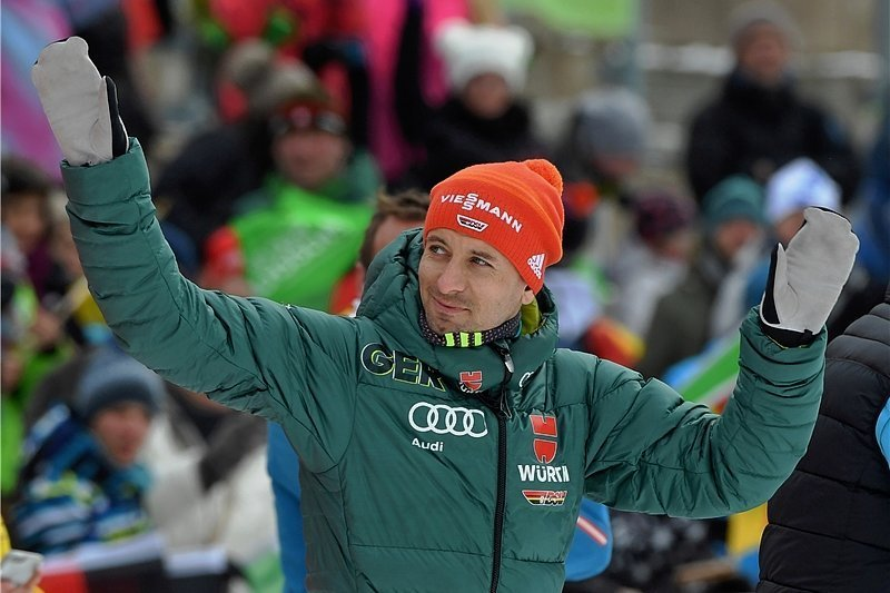 Die Heimatschanze im Blick: Björn Kircheisen verabschiedete sich am Wochenende von seinen Fans in Sachsen.