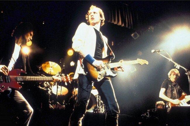 Schrieben Musikgeschichte: die Dire Straits mit Mark Knopfler (Mitte).