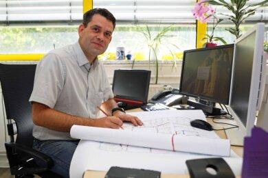 Chris Schneider-Neubert, Projektleiter bei der Firma Lahero, plant den Umzug der Sammlung des Filmmuseums.