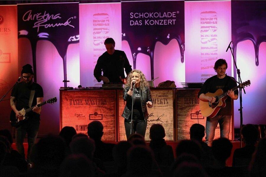 """Christina Rommel und ihre Band bei """"Schokolade - das Konzert""""."""