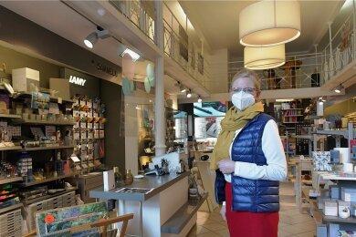 """""""Ich will keine Almosen."""" Anke Krause in ihrem Schreibwarenladen in Freiberg."""