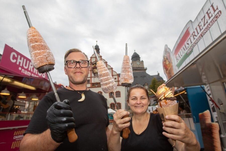 Leckere Speisen an 25 Ständen auf dem Plauener Altmarkt