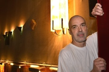 Matthias Hanitzsch hätte gern noch mehr historische Lampen im Saal.