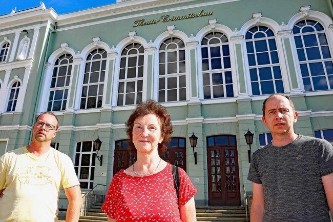 """Marco Höppner, Gisela Seltmann und Sven Schütz (von links) planen gemeinsam einen Neustart der """"Harlekine""""."""