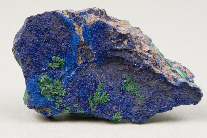 """Als """"lasurblau"""" bezeichnete Abraham Gottlob Werner das Mineral Azurit in seiner """"Äußere Kennzeichen-Sammlung""""."""