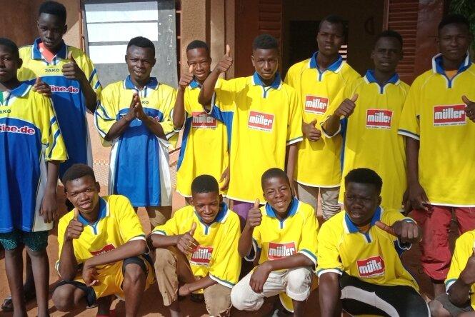 Große Freude in Burkina Faso über Fußballtrikots aus Wildenfels