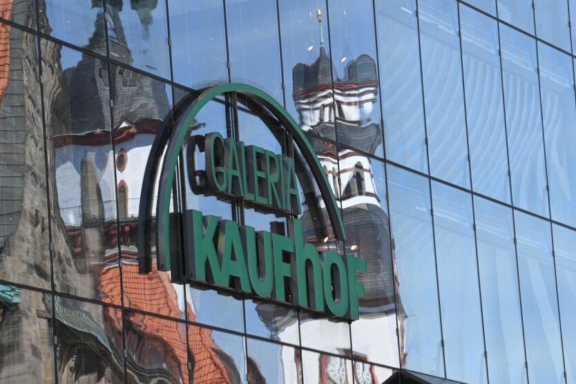 Der imposante Bau des Warenhauses prägt das Zentrum von Chemnitz.